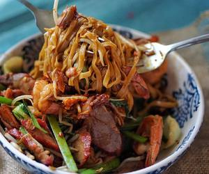 bean sprouts, chinese food, and chives image