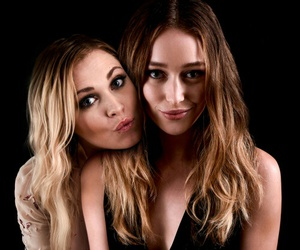 eliza taylor, the 100, and alycia debnam carey image