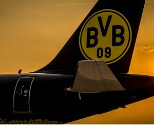 Airbus, flugzeug, and fußball image
