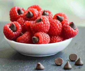 chocolate, FRUiTS, and raspberries image
