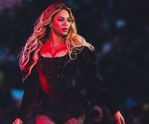 the queen and beyoncé image
