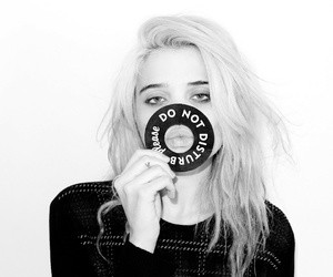 sky ferreira, black and white, and blonde image