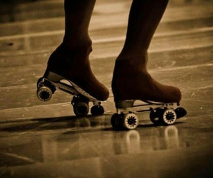 Chica, piernas, and patines image