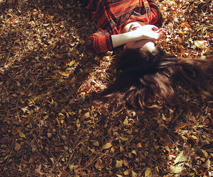 leaves, autumn, and girl image
