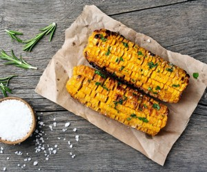 grill, kukurydza, and przepis image