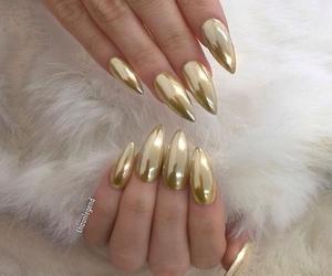 nails and gold image