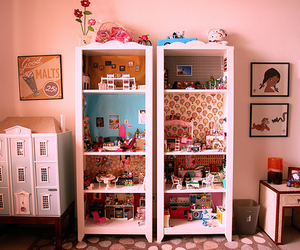 dollhouse and dolls image