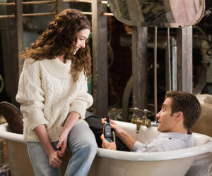 Anne Hathaway, love and other drugs, and couple image
