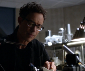 the flash, tom cavanagh, and harrison wells image