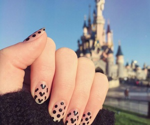 mickey and uñas image