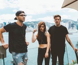 band and against the current image