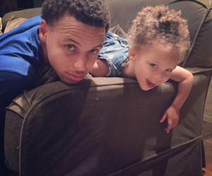 riley curry and stephen curry image