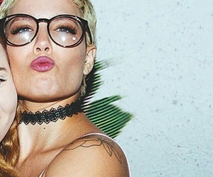 glasses and halsey image