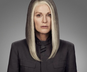julianne moore, the hunger games, and alma coin image