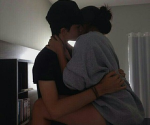 couples, pale, and hugs image