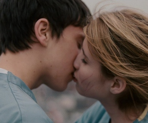 emma roberts and keir gilchrist image