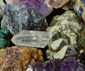 pierres and mineraux image