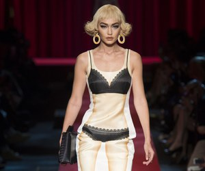 fashion, Moschino, and gigi hadid image