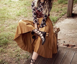 lee sung kyung and fashion image