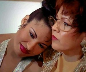 mom and selena quintanilla image