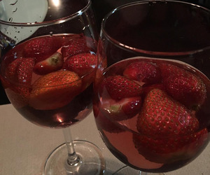 drinks and strawberry image