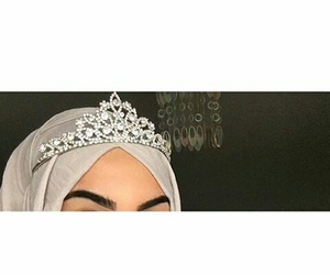 hijab, princess, and couronne image
