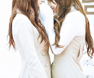 eunseo and chengxiao image