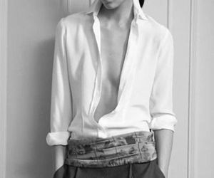 androgynous, classy outfit, and takenote image