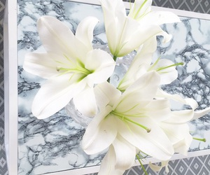 home inspiration and marble flower image