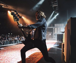 dougie poynter, bass, and poynter image