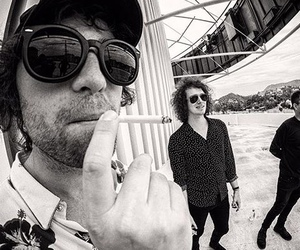 bob, van, and catfish and the bottlemen image