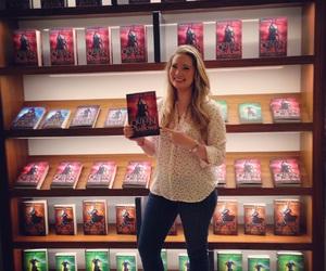 books, sarah j maas, and heir of fire image