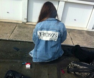 grunge, the 1975, and girl image