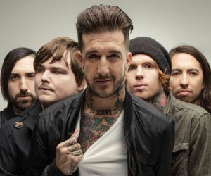 austin carlile, of mice & men, and phil manansala image