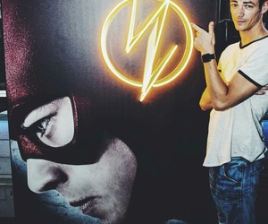 grant gustin, the flash, and flash image
