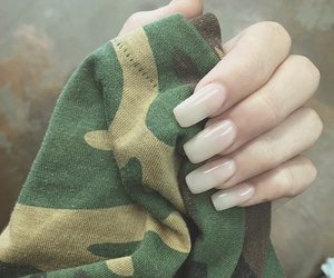 nails and madison beer image