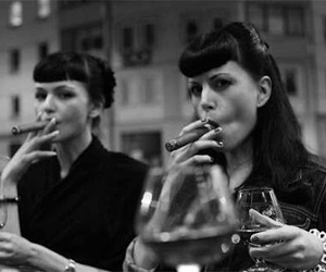 psychobilly, vintage girls, and bettie bangs image