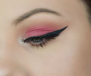 perfect hairstyle and tips for smokey eyes image
