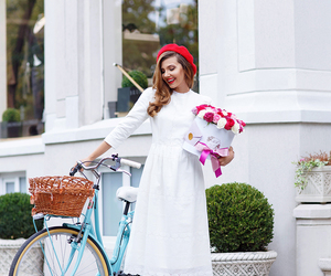 fashion blogger, french chic, and city bike image