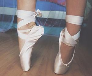 ballet, spitzen, and shoes image