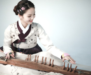 song so hee and hanbok image