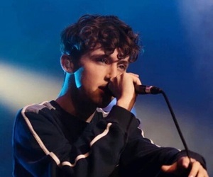 navy and troye image