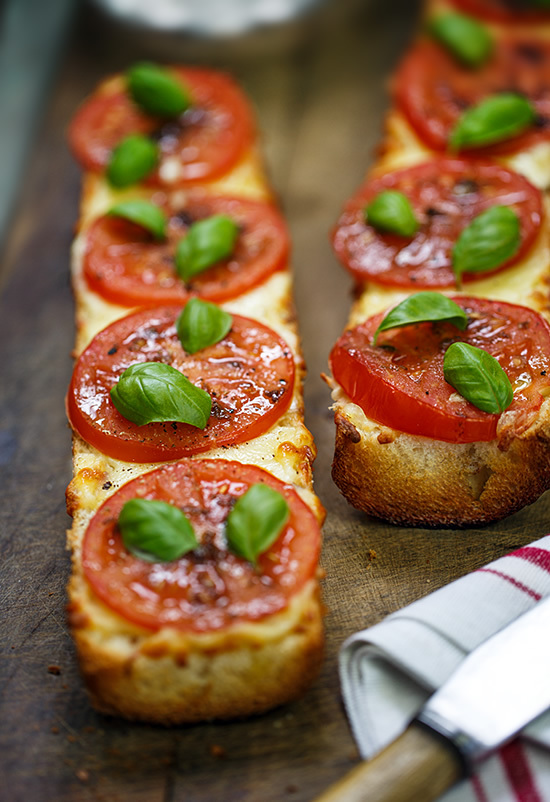 balsamic, mediterranean, and pizza image