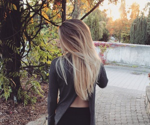 blonde, fall, and girl image