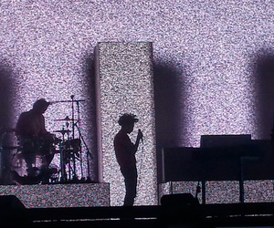 concert, ross macdonald, and the 1975 image