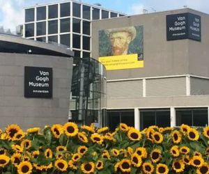 van gogh and museum image