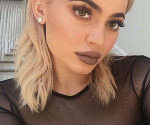 kylie jenner, blonde, and makeup image