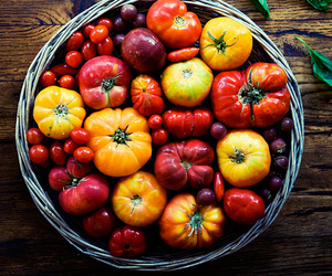photography, tomatoes, and heirloom image
