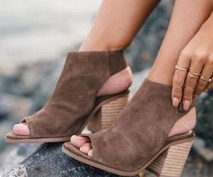 chaussure and shoes image