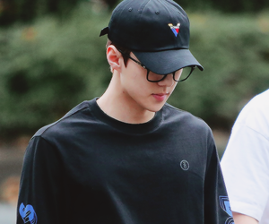 asian boy, autumn, and exo image